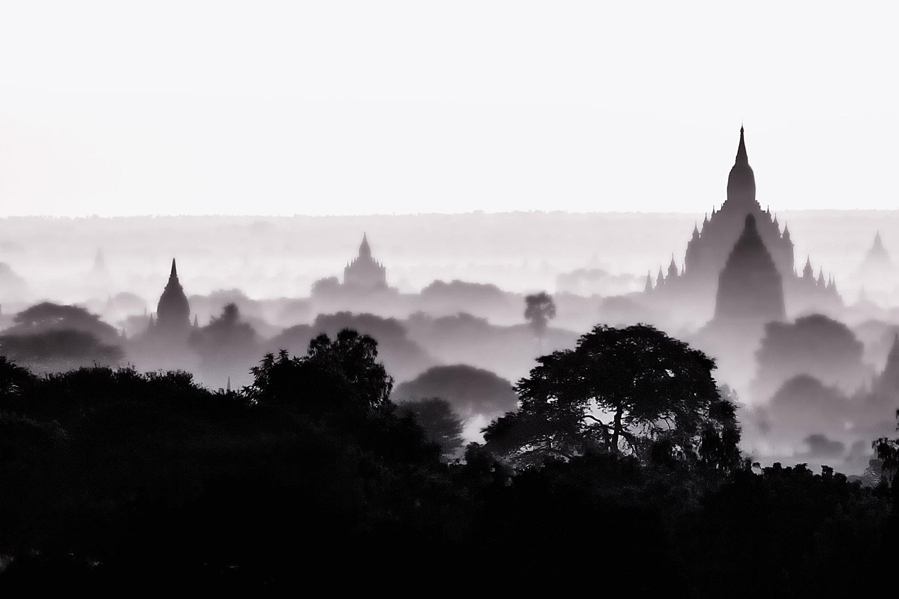Sunrise at Bagan (Myanmar) from Myengon Pagoda